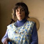 Verónica Castro en su papel de Emma, costurera en Mujeres Asesinas