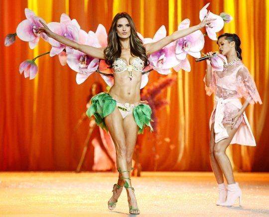 Transmisión del Fashion Show de Victoria's Secret 2012 en TNT
