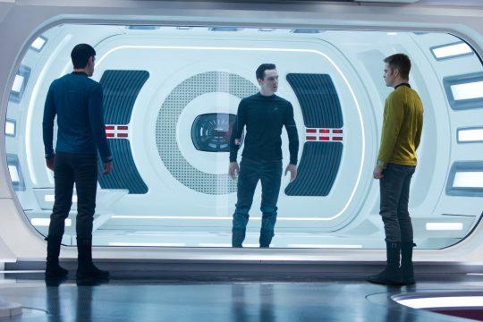"""Primer poster en español """"En la oscuridad – Star Trek"""""""