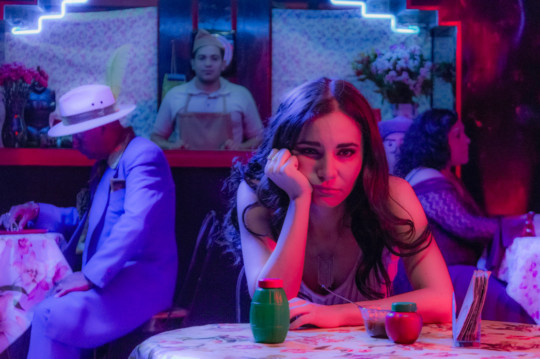 Película Tod@s caen, con Martha Higareda y Omar Chaparro