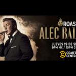 """Alec Baldwin es rostizado por sus amigos en el escenario del """"Comedy Central Roast"""""""
